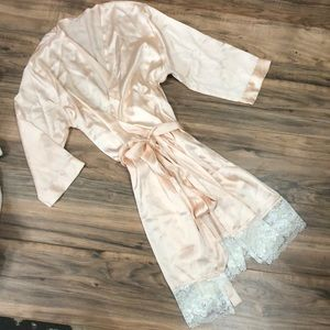 Vintage peach and lace short robe sz M